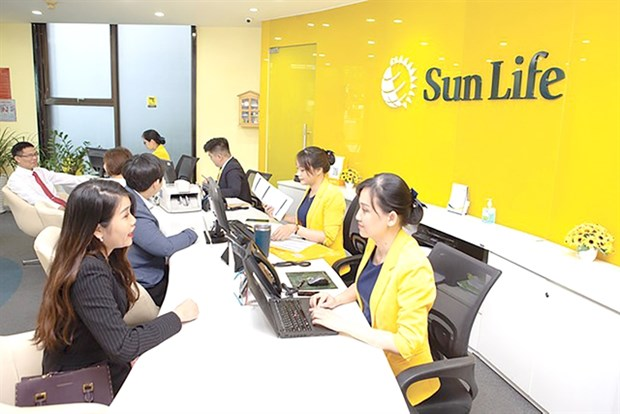 Local banks earn high profits from bancassurance activities hinh anh 1