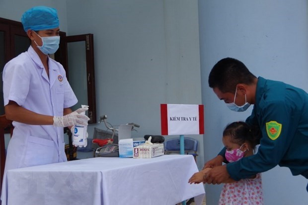 Action month focuses on encouraging medical staff, community to wash hands hinh anh 1