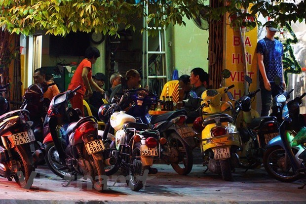 Hanoi closing beer clubs to fight COVID-19 hinh anh 1