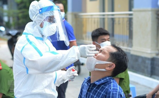 PM calls for further vigilance against COVID-19 hinh anh 2
