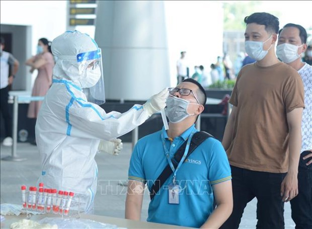 Da Nang: over 2,000 airport staffers tested for COVID-19 hinh anh 1