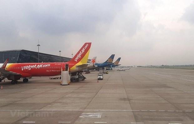 Passengers passing Noi Bai int'l airport drop sharply hinh anh 1