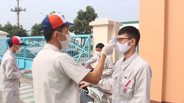 Deputy PM stresses prevention of COVID-19 transmission in IPs hinh anh 1