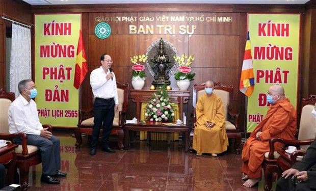 HCM City leaders extend greetings on Buddha's birthday hinh anh 1