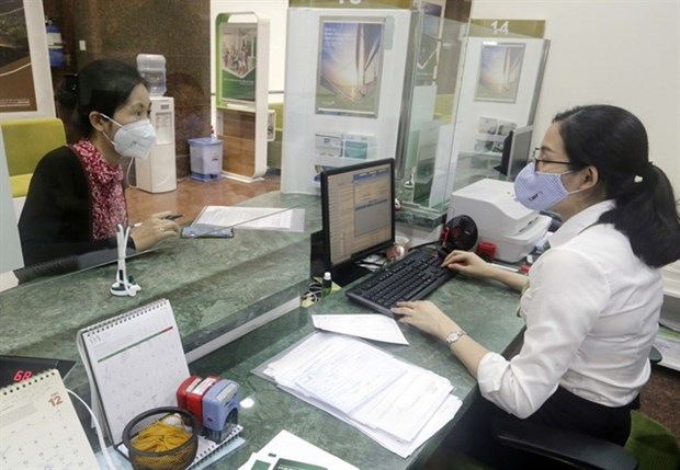 """Credit institutions asked to tighten loans in """"overheating"""" sectors: SBV hinh anh 1"""