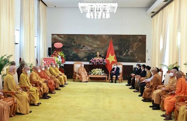 State President hosts Vietnam Buddhist Sangha leaders hinh anh 2
