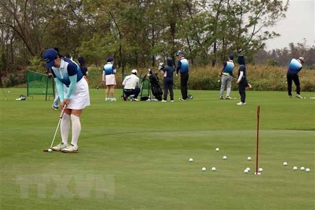 Hanoi closes all golf courses to prevent COVID-19 spread hinh anh 1