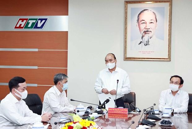 State President visits HCM City's major press agencies hinh anh 2
