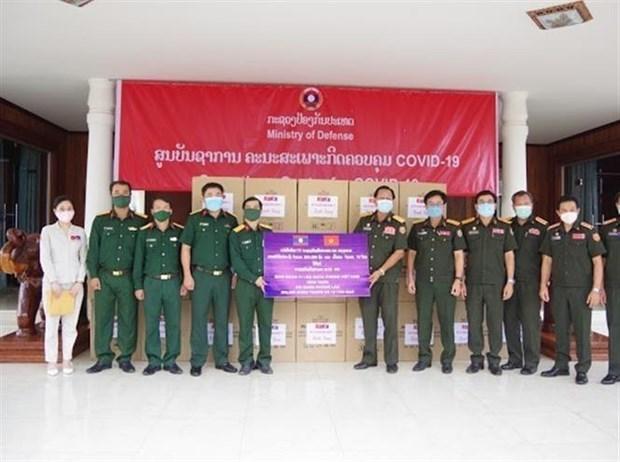 Vietnamese community helps Laos combat COVID-19 hinh anh 1