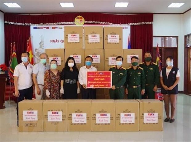 Vietnamese community helps Laos combat COVID-19 hinh anh 2