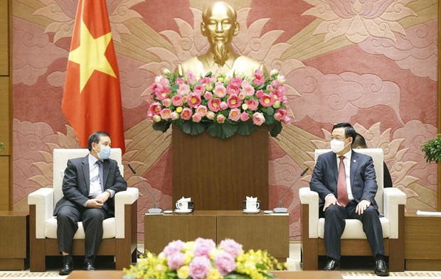 National Assembly Chairman receives Lao Ambassador hinh anh 1