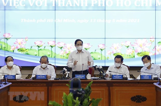 PM holds working session with Ho Chi Minh City officials hinh anh 1