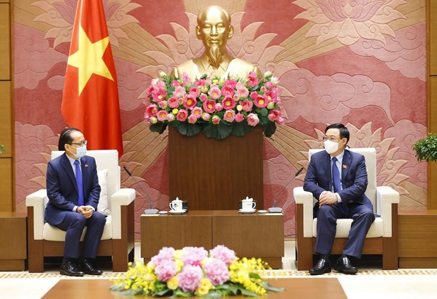Vietnam gives high priority to relations with Cambodia: top legislator hinh anh 1