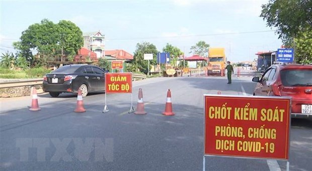 Deputy PM orders maintaining readiness in pandemic fight hinh anh 1
