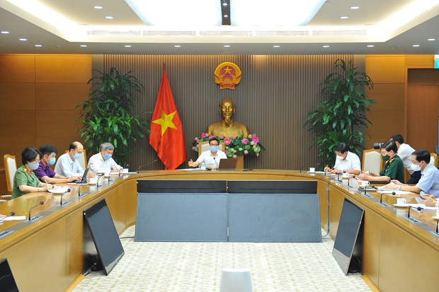 Deputy PM orders maintaining readiness in pandemic fight hinh anh 2