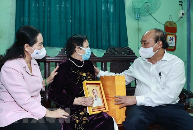 State President meets with Ho Chi Minh City's voters hinh anh 2