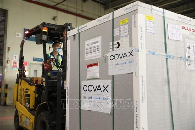 Nearly 1.7 million doses of AstraZeneca vaccine arrive in Vietnam hinh anh 1