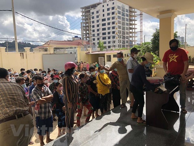 Relief aid provided for needy households in Cambodia's Preah Sihanouk hinh anh 1