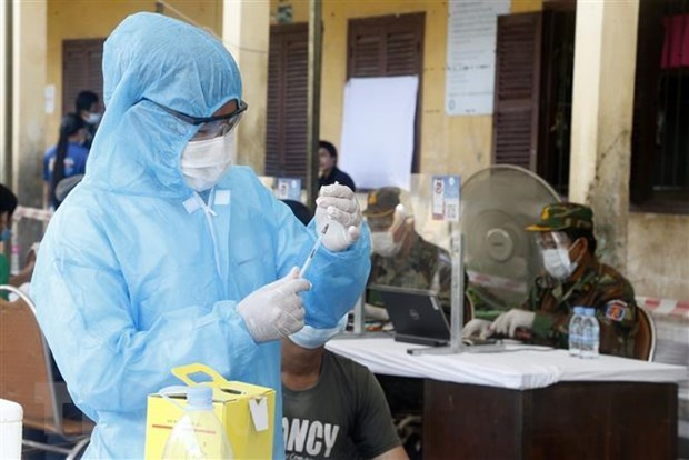 COVID-19 pandemic continues worrying Southeast Asia hinh anh 1