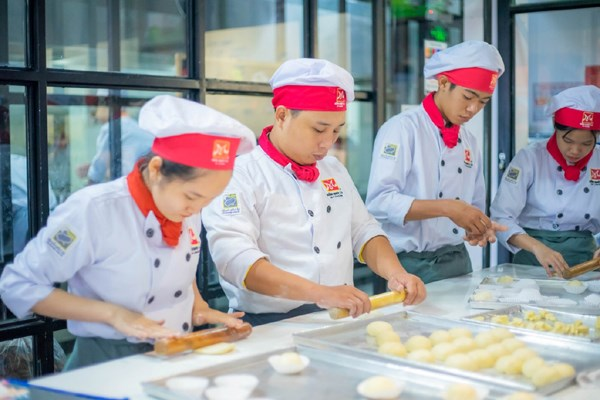 Vocational schools offer training in new skills hinh anh 1
