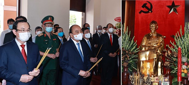 State President offers incense in commemoration of President Ho Chi Minh hinh anh 1