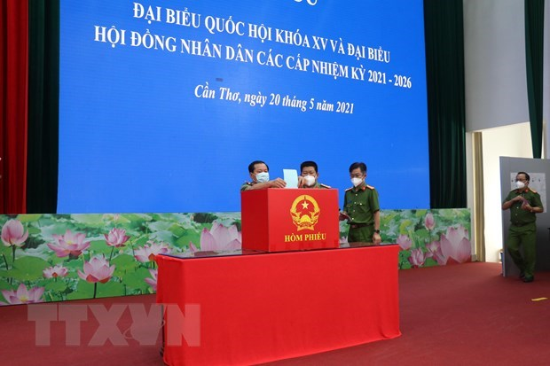 Armed forces in Can Tho city cast ballots early hinh anh 1