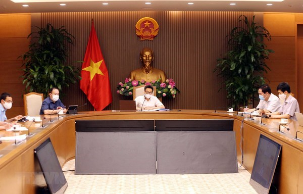 Deputy PM requires efforts to prevent disruption of production chains in pandemic-hit areas hinh anh 1