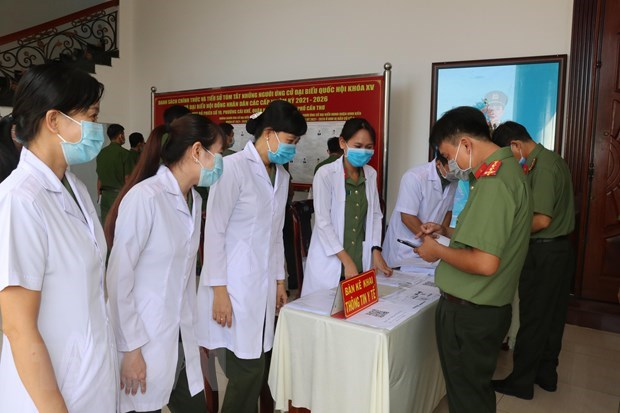 Armed forces in Can Tho city cast ballots early hinh anh 2