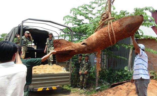 Quang Tri: Big bombs in residential areas safely handled hinh anh 1