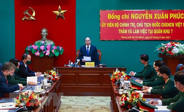 President inspects combat readiness in Military Region 7 hinh anh 2