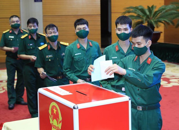 Military personnel exercise citizens' right, duty to vote hinh anh 2