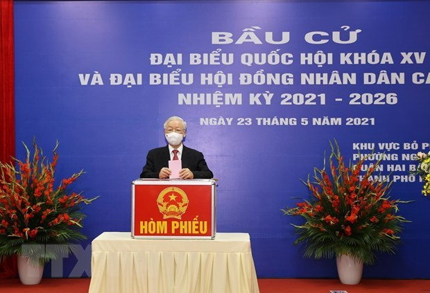 Party leader casts ballots in Hanoi's Hai Ba Trung district hinh anh 1