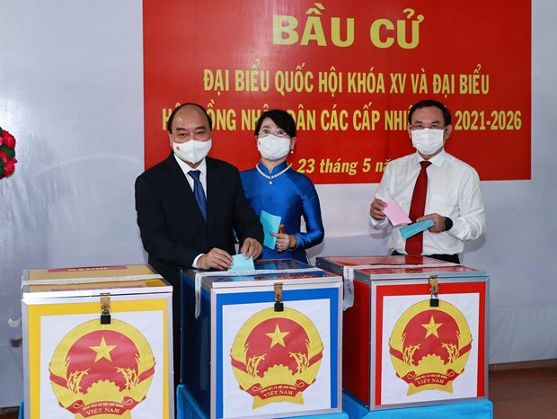 President Nguyen Xuan Phuc joins HCM City voters in elections hinh anh 1