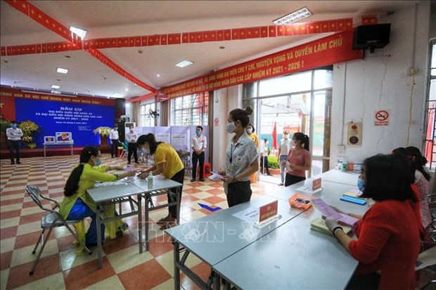 NA leader inspects election works in Hanoi, Hai Duong hinh anh 1