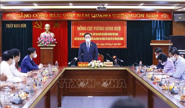 NA leader inspects election works in Hanoi, Hai Duong hinh anh 2
