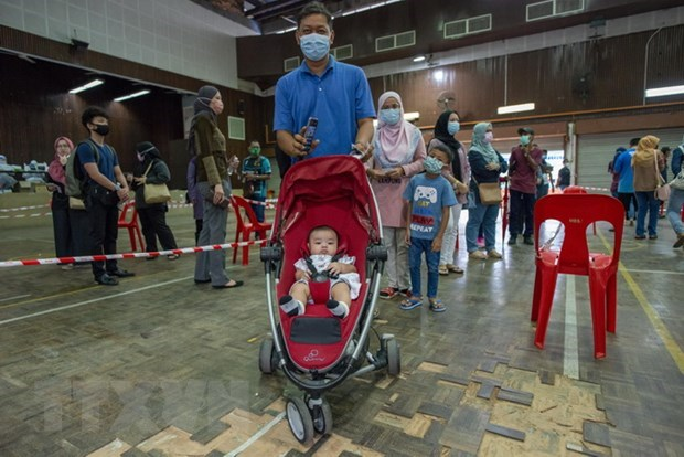 Malaysia tightens COVID-19 prevention measures hinh anh 1