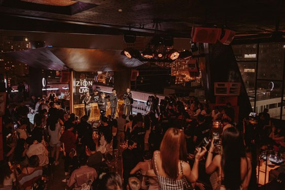 Young indie bands are top trendsetters in Vietnam's music scene hinh anh 1