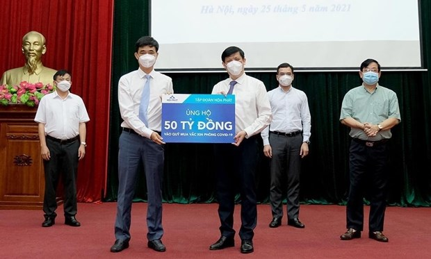 Businesses make additional donations to COVID-19 vaccine fund hinh anh 1