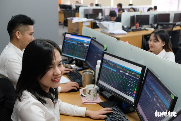 HNX's net revenue surges 32 pct. in 2020 hinh anh 1