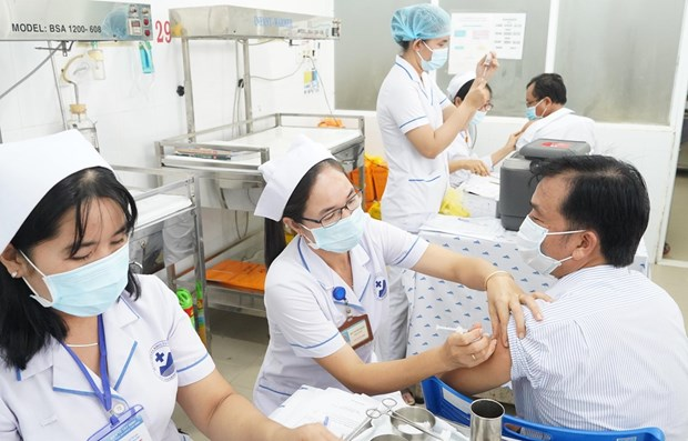 Labour Confederation proposes prioritising workers in COVID-19 vaccinations hinh anh 1