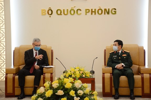 Vietnam, France bolster defence cooperation hinh anh 1