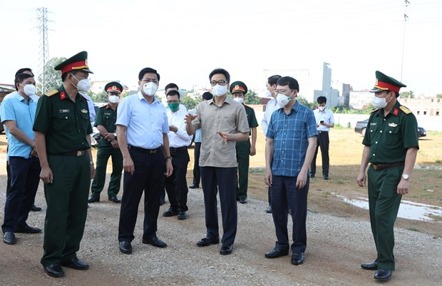 Deputy PM inspects COVID-19 prevention in Bac Giang's industrial parks hinh anh 2