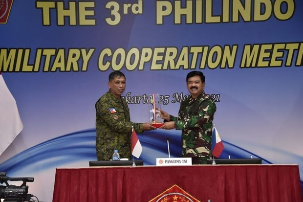 Indonesia, Philippines tighten cooperation to maintain regional security hinh anh 1