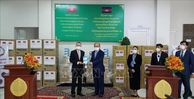 Cambodia receives more medical supplies from Vietnam hinh anh 1