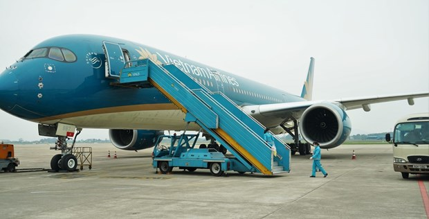 Vietnam Airlines provides free transport of medical personnel for Bac Ninh, Bac Giang hinh anh 1