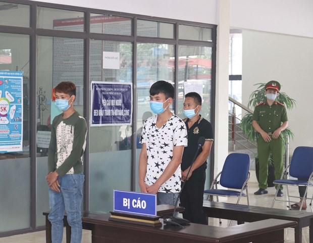 Three defendants jailed for organising illegal border crossing hinh anh 1