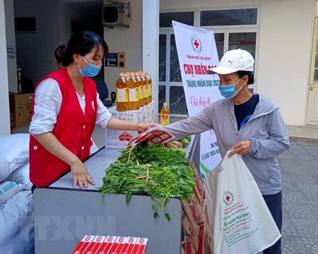 Vietnam Red Cross calls for donations to people affected by COVID-19 hinh anh 1