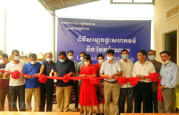 Communal house for Vietnamese Cambodians inaugurated in Kampot hinh anh 1