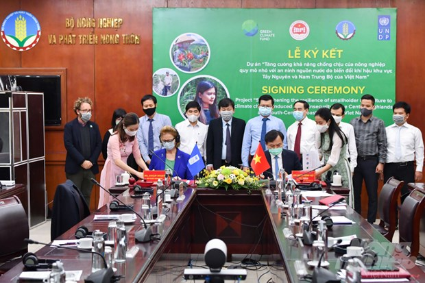 Green Climate Fund offers Vietnam 30.2 million USD to deal with climate change hinh anh 2