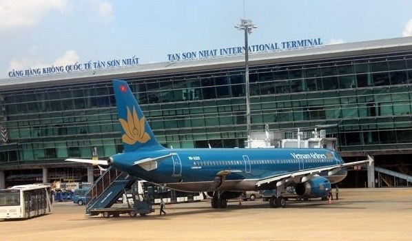 Tan Son Nhat airport stops receiving passengers from abroad hinh anh 1